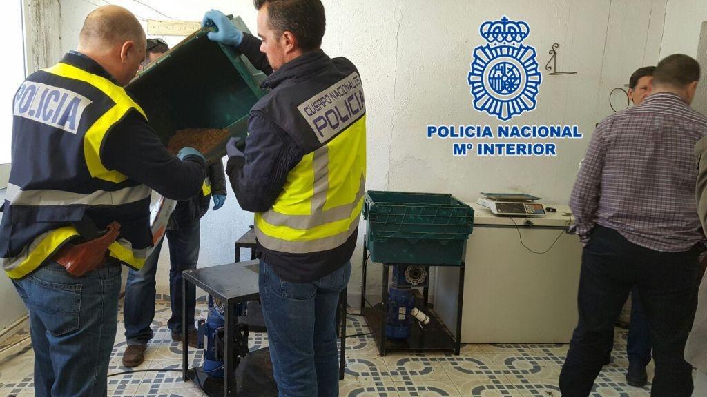 Tabaco y material decomisado. Foto: Policía Nacional