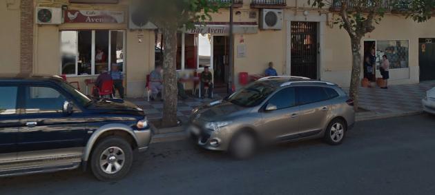 Un Coche Invade La Terraza De Un Bar De La Carolina Sin