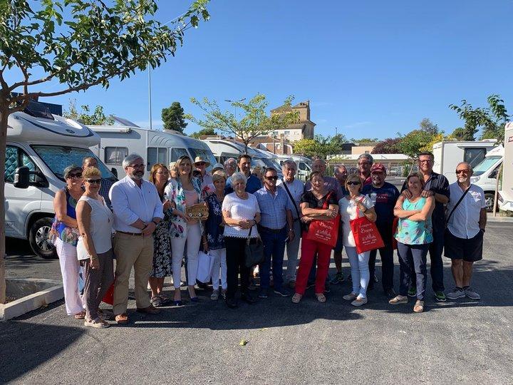 Autocaravanistas con solera estrenan el parking de Baeza