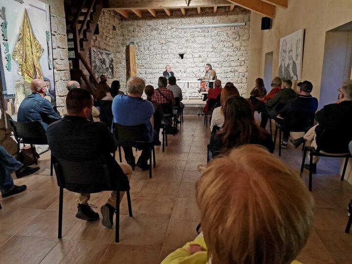 Numeroso público se dio cita en San Lorenzo para conocer el nuevo libro de Ortiz Tafur, presentado por Luis Foronda. Foto: Fundación Huerta de San Antonio.